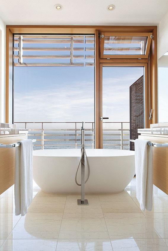 Die zauberhafte und einzigartige aussicht aus einem badezimmer im hotel budersand von private selection hotels und tours