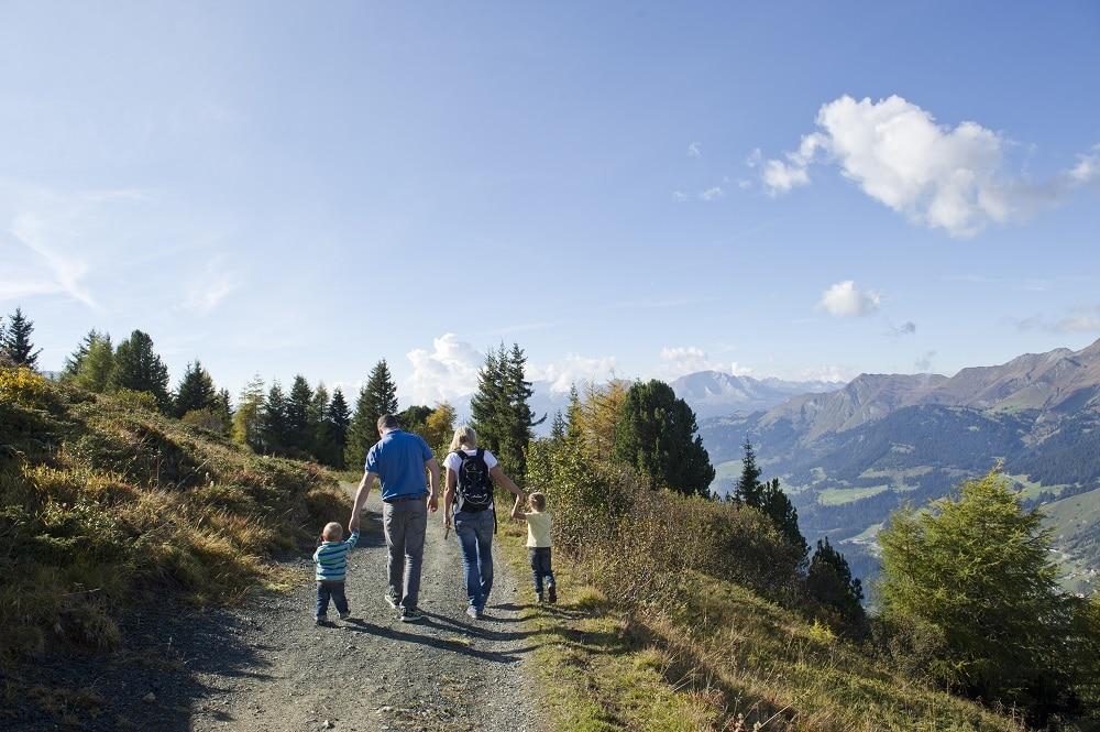 Ob Gross oder Klein - die Panorama-Sicht auf der Bergwanderung von Arosa nach Lenzerheide ist atemberaubend - und dank der Arosa-Card können für nicht ganz so geübte Wanderer die Wege mit den Bergbahnen abgekürzt werden.