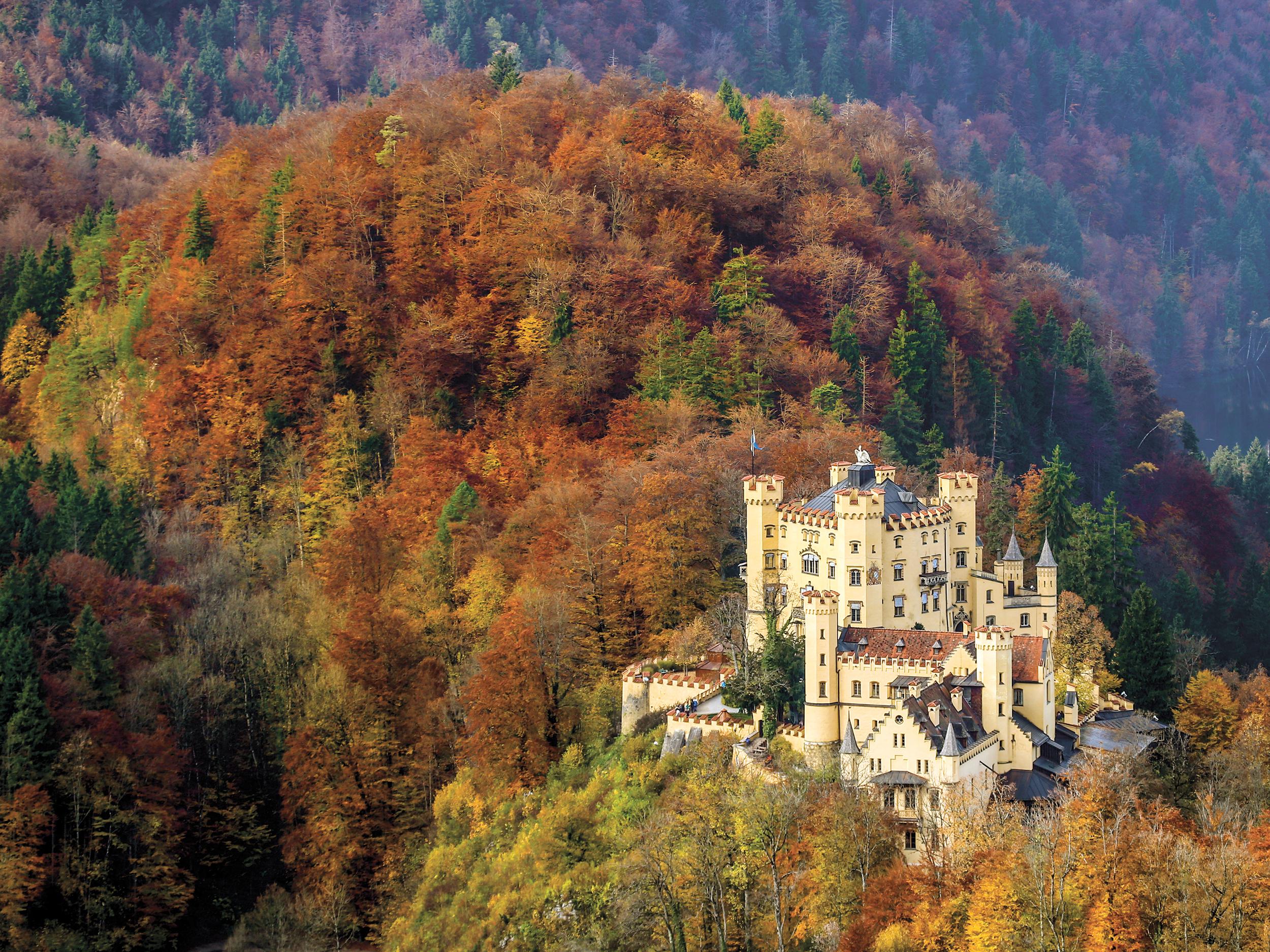 Schloss Hohenschwangau – herrlich gelegen in den Ammergauer Alpen