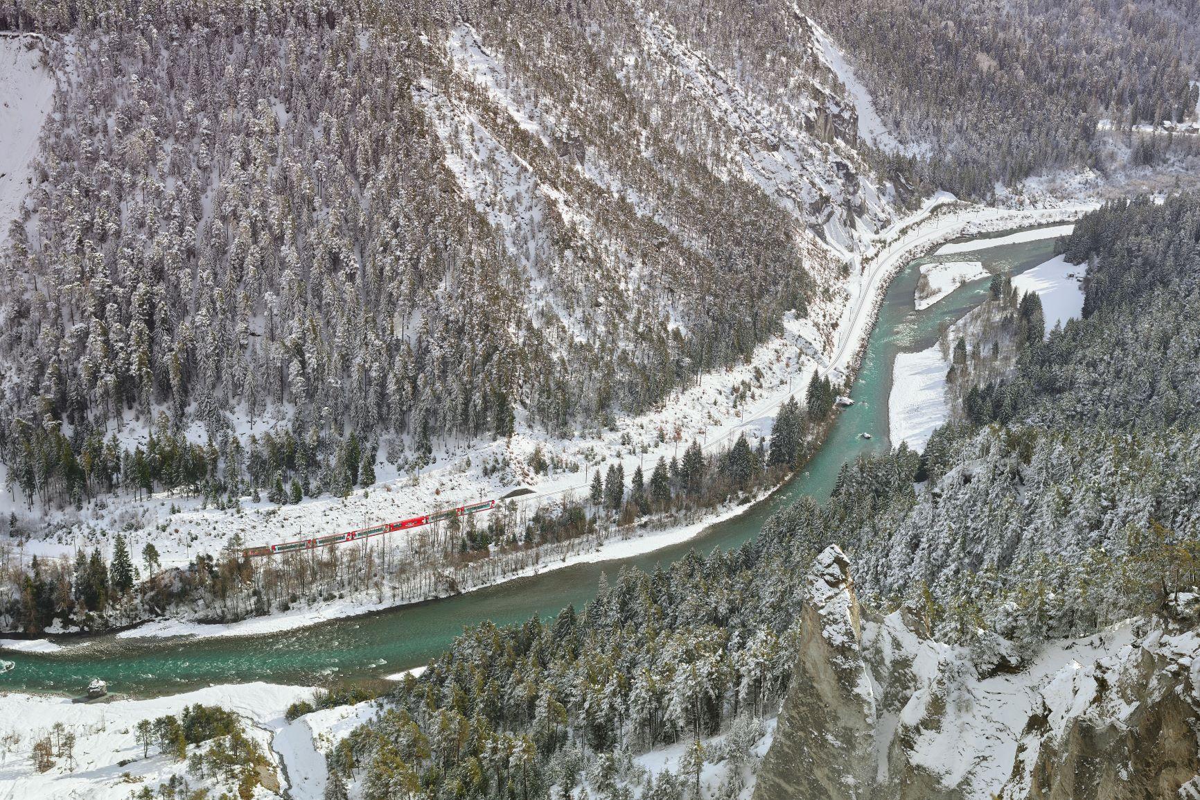 Mit dem Glacier Express durch die Rheinschlucht